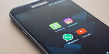 New Survey Shows Facebook Users are Changing Their Habits, Snapchat Announces Webinars for Advertisers, and More Social Media News